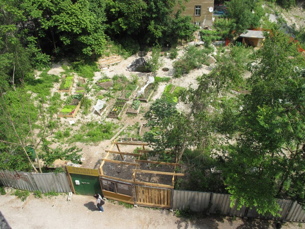 Onkraj gradbišča julij 2011 - Foto Drago Kos