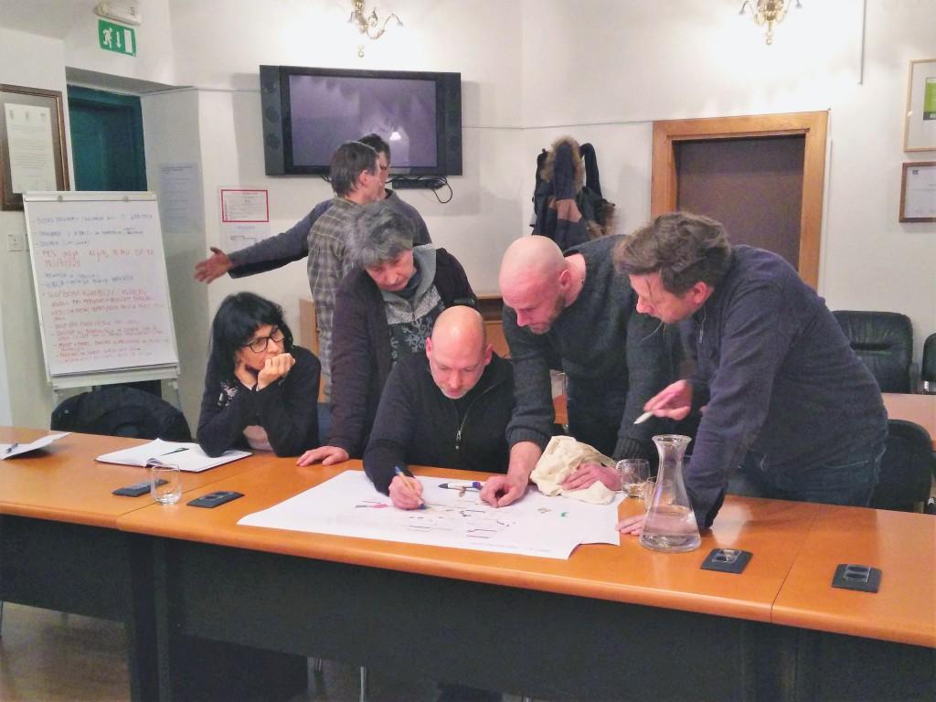 Photo 4_Discussion at a public debate